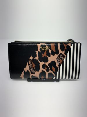 Nwt- Small wallet Mixprint Leopard for Sale in Oak Harbor, WA