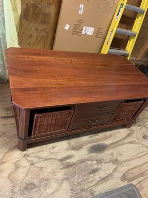 Nice wood coffee table with drawers for Sale in Arnold, MO