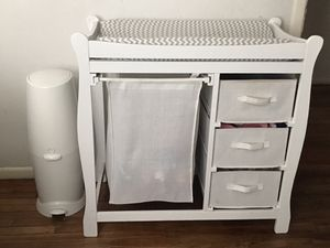 Changing table with diaper Genie for Sale in Dallas, TX
