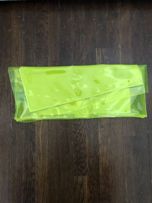 BCBG NEON YELLOW CLUTCH for Sale in Los Angeles, CA