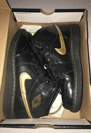 Jordan Black and Gold patent leather 1's for Sale in Laveen Village, AZ