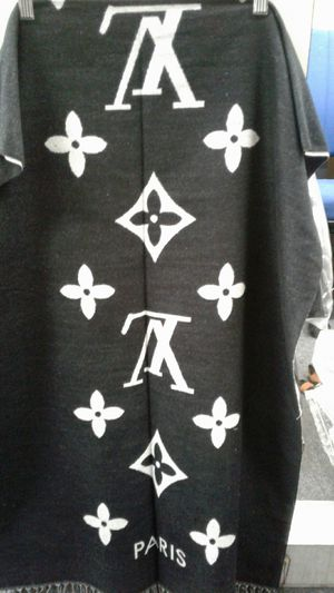 Lv louis vuitton reversable black n white scarf fringe for Sale in Los Angeles, CA