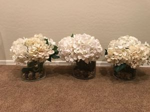 3 clear vases with flowers and pebble filler for Sale in Peoria, AZ
