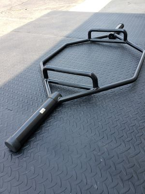 ( EXERCISE FITNESS 365 ) OLYMPIC HEX/ TRAP BAR for Sale in Bellflower, CA