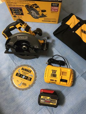 DEWALT FLEXVOLT 60-Volt MAX Lithium-Ion Cordless Brushless 7-1/4 in. Circular Saw with Flexvolt Battery 6.0 . Fast Charger and Bag for Sale in Phoenix, AZ