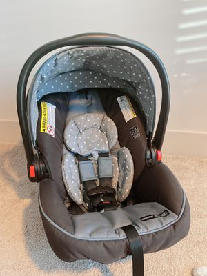 Graco SnugRide SnugLock 30 Infant Carseat with Base for Sale in Raleigh, NC