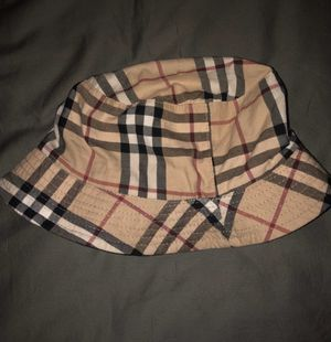 Burberry hat for Sale in Somonauk, IL