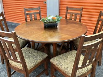 Gorgeous 7 Piece Dining Room Table Set for Sale in Brandon,  FL