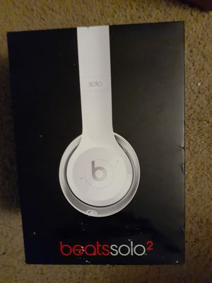 Beats Solo 2 Headphones White for Sale in Redford Charter Township, MI