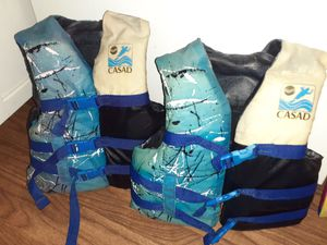 (2) Youth Casad lifejackets 4 sale for Sale in Powell, TN