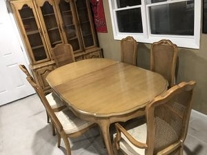 Nice vintage dining set comes with 6 chairs in great conditions for Sale in West Chicago, IL