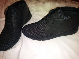 Louis Vuitton Men's casual shoe for Sale in Boston, MA