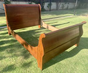 QUEEN SLEIGH BED for Sale in Fresno, CA