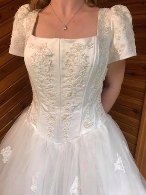 Old Fashioned Elegant Wedding Dress for Sale in Cincinnati, OH