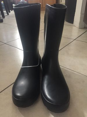 Rain boots size 11 in woman for Sale in Maywood, CA