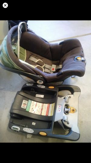 Chicco infant car seat and base for Sale in Riverside, CA