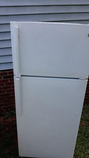 White GE refrigerator for Sale in Greenville, SC