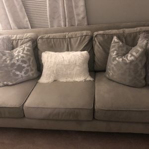 Gray Sofa for Sale in Bowie, MD