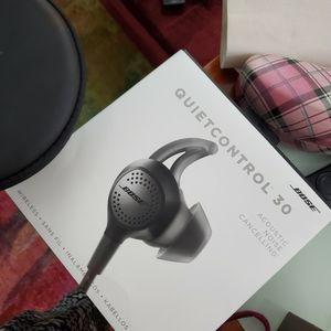 Bose Quietcontrol 30 wireless headphones for Sale in North Bergen, NJ