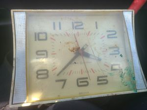 VINTAGE Berera Electric Table Clock for Sale in Hazelwood, MO