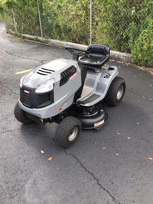 CRAFTSMAN LT1500 TRACTOR 42 INCH RIDING LAWN MOWER for Sale in Clermont, FL