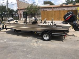 2003 triton 175 aluminum bass boat with 50hp mercury engine runs great and looks great for Sale in Garland, TX