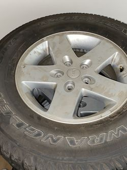 5 Stock Jeep Wrangler SR-A 255/75R17 Tires Excellent Condition for Sale in St. Charles,  IL