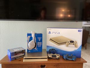 EXCELLENT CONDITION-Limited Edition Sony Gold Slim PS4 1TB Bundle for Sale in Lake Forest, CA