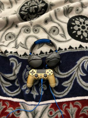 Gold ps4 controller and turtle beach headset with mic for Sale in New Brunswick, NJ