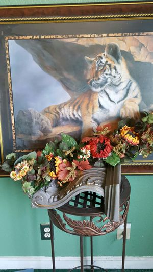 home interior decoration for Sale in Cutler, CA