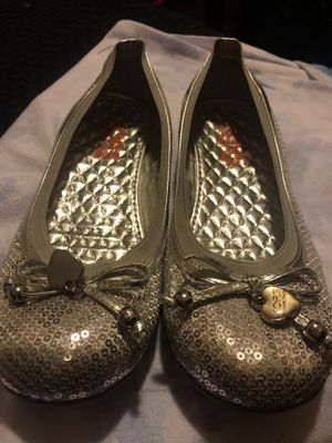 Girl Michael kors size 4 silver for Sale in San Jose, CA