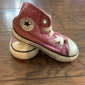 Little girl Converse toddler size 5 for Sale in Escalon, CA