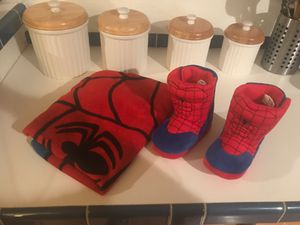 Spider-Man towel with hood and slippers size 7/8 toddler for Sale in Renton, WA