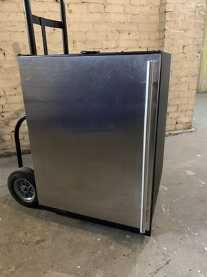 "24"" Compact Mini-Fridge - 5.7 Cu. Ft. for Sale in Denver, CO"