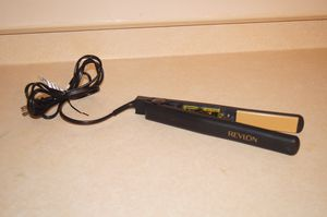 Revlon hair straightener for Sale in Aliquippa, PA