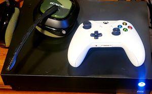 2tb Xbox one x bundle for Sale in Fontana, CA