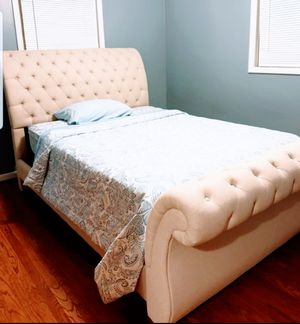 Queen bed frame with mattres and box spring for Sale in Farmington Hills, MI