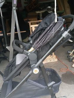 Stroller and baby carry combo set collapsible for Sale in Newport News,  VA