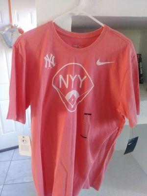 Nike Yankees Tee sz L for Sale in El Paso, TX