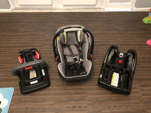 Graco snug ride infant car seat with 2 bases for Sale in Stuart, FL