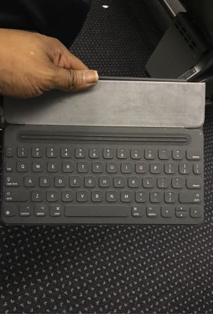 Smart Keyboard for iPad (7th Generation) and iPad Air (3rd Generation) - US English for Sale in Philadelphia, PA