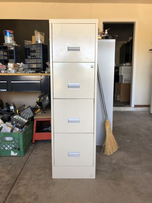Metal 4 drawer file cabinet for Sale in Cave Creek, AZ