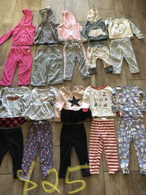 Pajama set 24m/2t girl 35 set and 3t 3 set for Sale in Queen Creek, AZ