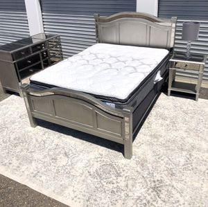 Pier 1 imports Queen mirrored bedroom set with Sealy mattress for Sale in San Diego, CA