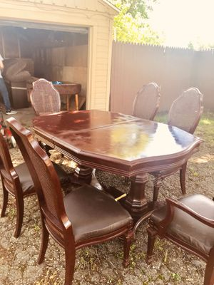 Dinning table with 6 chairs for Sale in Peoria, IL