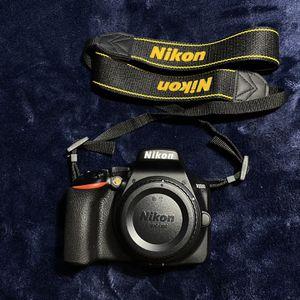 Nikon D3500 W/ AF-P DX NIKKOR 18-55mm f/3.5-5.6G VR Black for Sale in Staten Island, NY