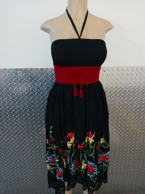Beautiful Embroidery Dress🌺 One Size - Unitalla Belt Separately Pick Up Only for Sale in CTY OF CMMRCE, CA