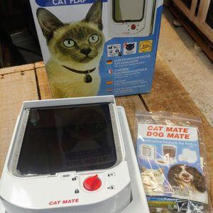 NOW $10 OFF!!! Cat Mate Electromagnetic Cat Door for Sale in Aberdeen, WA