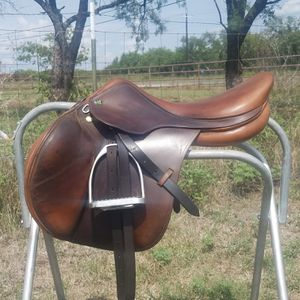 "18"" english jumping saddle for Sale in Abilene, TX"