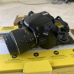 Nikon 3200 Dual VR Lens Camera Kit for Sale in Redondo Beach, CA